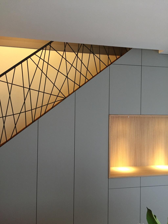 bibliothèque sous escalier saint-renan